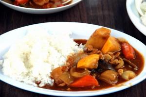 よっこらしょイベント『ジャガイモの収穫と朝穫り野菜カレー』で食べる夏野菜カレー